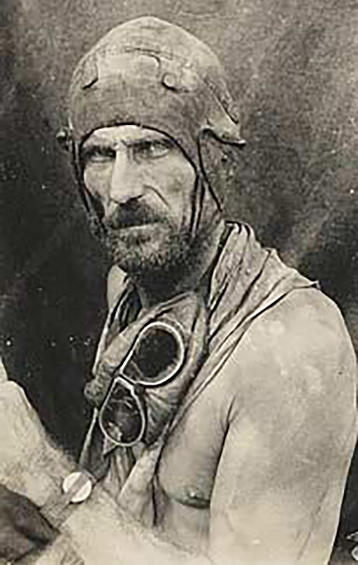 Francis Birtles - Outlander   Apidura