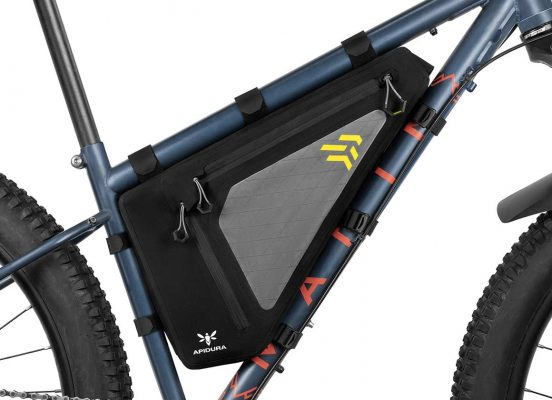 Close-up of the Full Frame bag 4L mtb on the frame of a bike