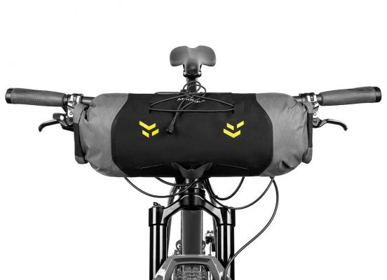 Close-up of the Handlebar bag 7L on the front bar of a mountain bike