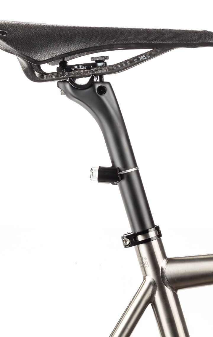 ÆRA Integrated Seat Post