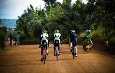 The two Rwandan riders on a Rwandan dirt road