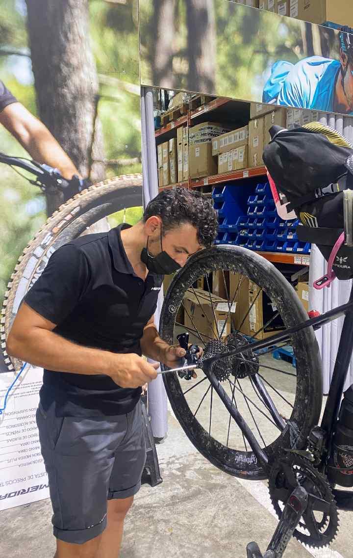 A mechanic attaches a new derailleur to Ulrich's bike